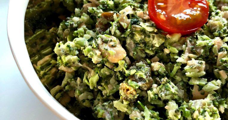 Salata od sirovog brokolija i indijskog oraha