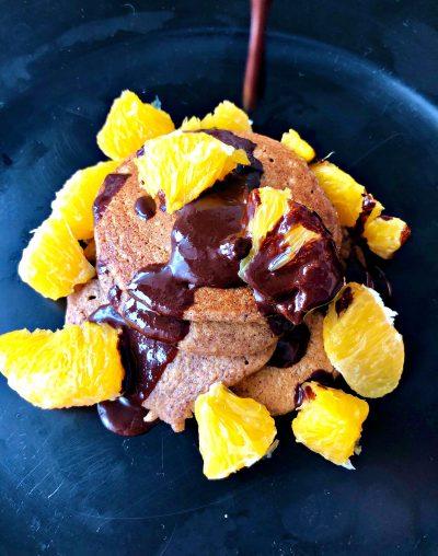 Pufnaste cimet palačinke sa čokoladom i pomorandžom
