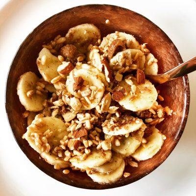 Spelta sa bananom i suvim smokvama