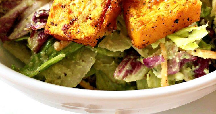 Obrok salata sa slatkim krompirom i avokado prelivom